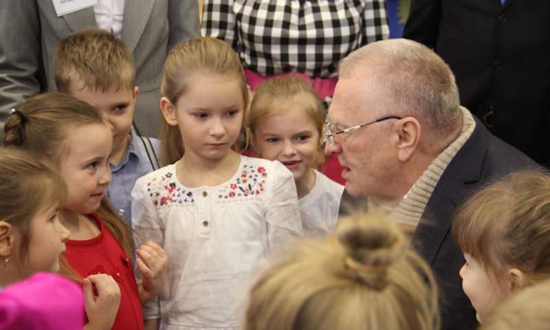 Жириновский предложил отнимать детей у спорящих из-за опеки родителей