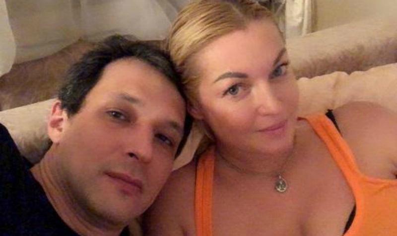 Обиженная Волочкова обвинила бывшего в алкоголизме