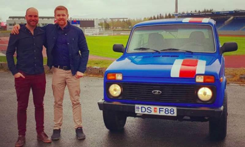 Два футбольных болельщика из Исландии едут в Россию на старенькой