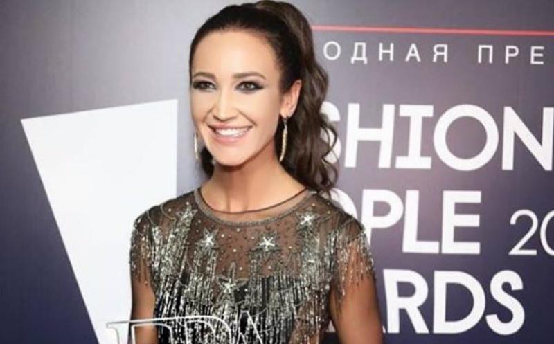 «Соболезнования слушателям»: Бузова спела без фанеры песню к ЧМ-2018