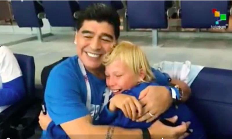 Марадону растрогала встреча с рыдающим 13-летним нижегородцем