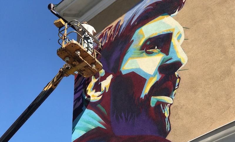 Месси возмутился граффити с Роналду и получил собственное