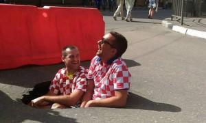 Хорватские болельщики оценили ямы на улицах Нижнего Новгорода