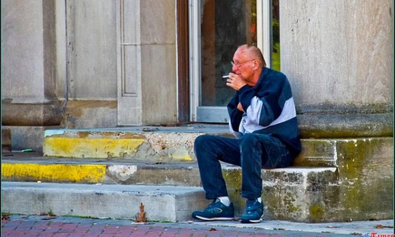 В России собираются запретить курить в 10 метрах от подъездов