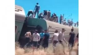 В Казахстане пассажирский поезд сошел с рельсов