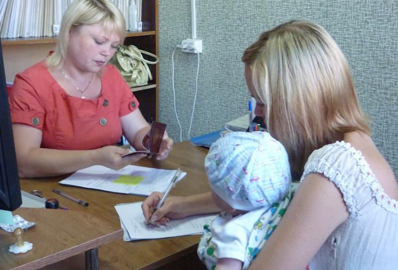 Минтруд повысит декретницам пособие на детей: обещают больше 50 рублей