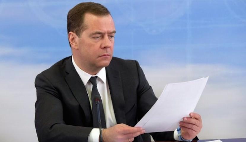 Хорошими делами прославиться можно: Медведев завел дневник по благотворительности