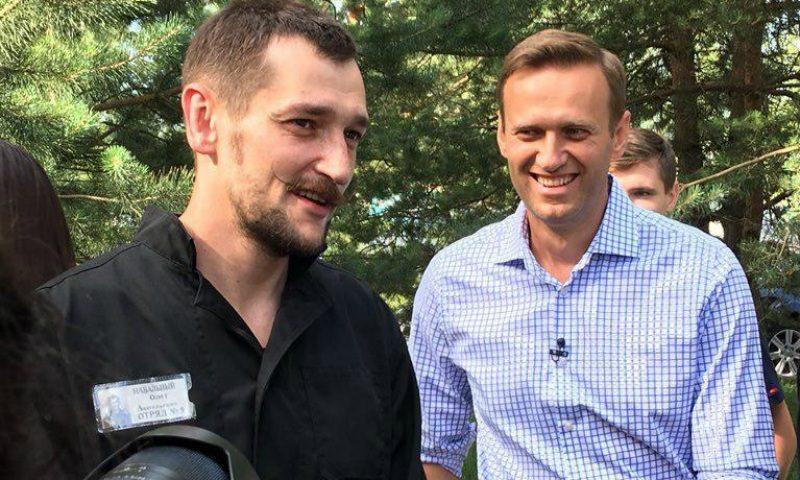 Навальный встретил вышедшего из тюрьмы брата