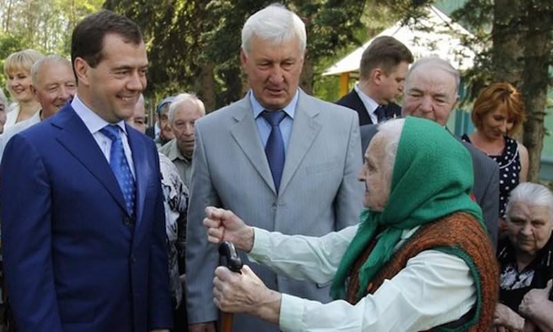Медведев объявил, когда начнут повышать пенсионный возраст