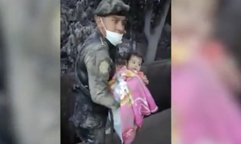 Из пепла вулкана спустя трое суток вытащили живого ребёнка