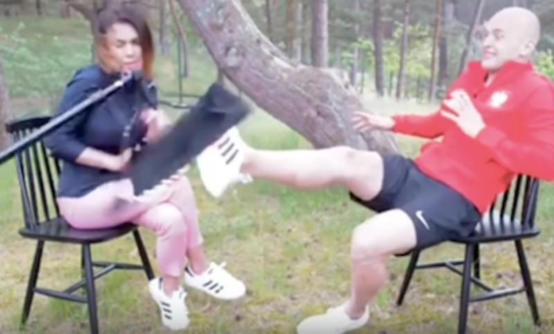 Футболист во время интервью спас девушку от травмы
