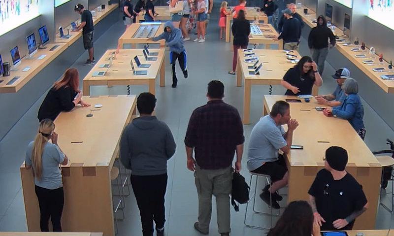 30-секундное ограбление магазина Apple зафиксировали навидео