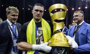Украинец Усик стал абсолютным чемпионом в тяжелом весе в Москве