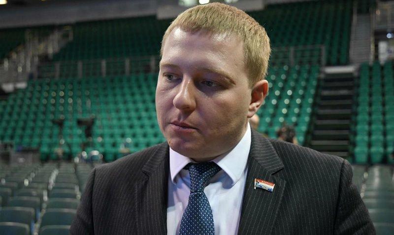 Самарский депутат обвинил полицейского в побоях и пьянстве