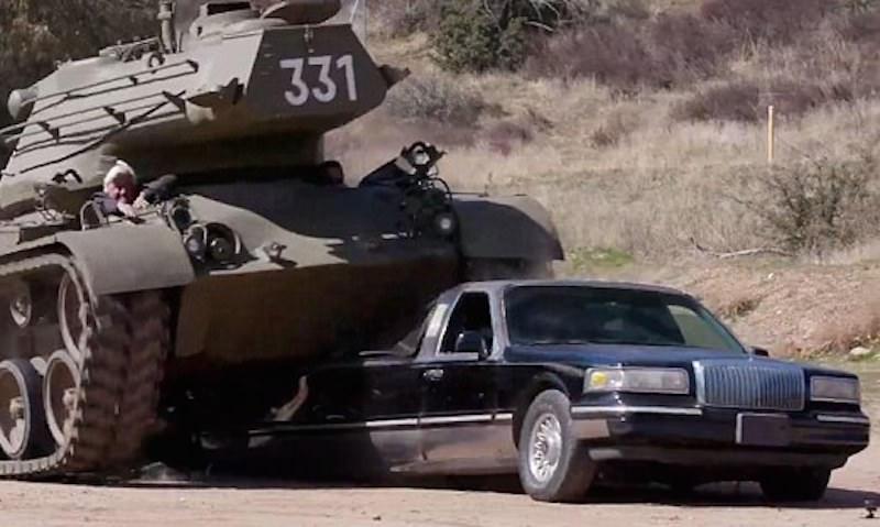 Шварценеггер на танке раздавил лимузин известного телеведущего