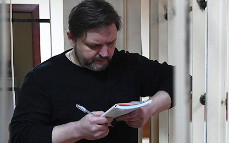 Осужденный за взятку экс-губернатор стал библиотекарем