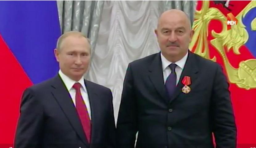 Путин наградил орденами Черчесова, Акинфеева и Игнашевича