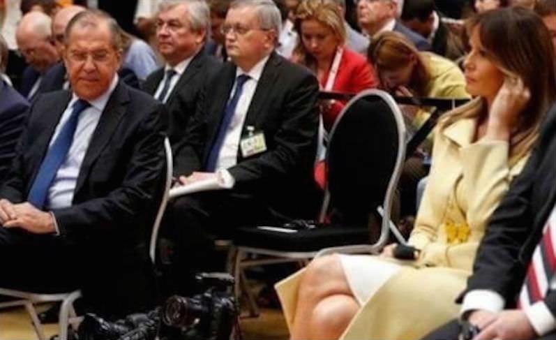 Министр Лавров засмотрелся на ножки Меланьи Трамп