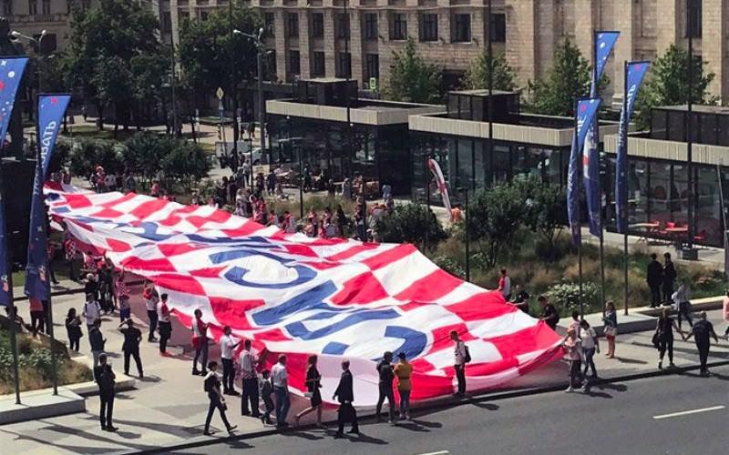 Хорватские болельщики развернули в центре Москвы баннер