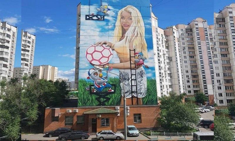 Бизнесмен на бюджетные деньги разместил к ЧМ граффити со своей женой