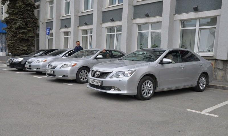 Чиновники Свердловской области  планируют ездить на седанах в богатой комплектации