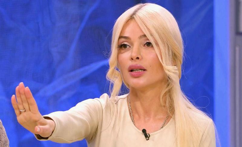 Алену Кравец избили до крови на ТВ