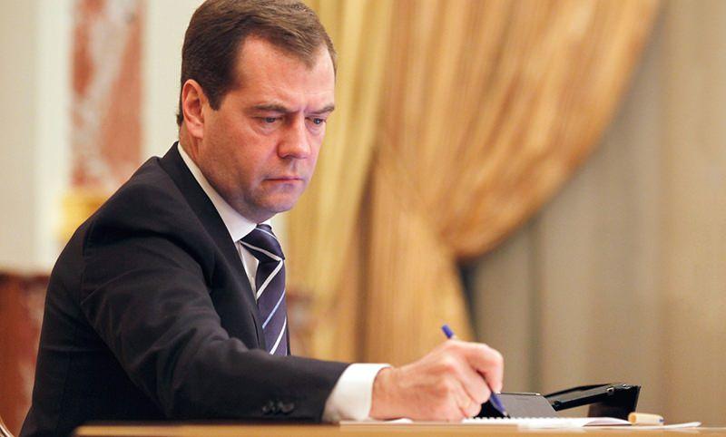 Медведев подписал постановление о новых цветах полицейских автомобилей