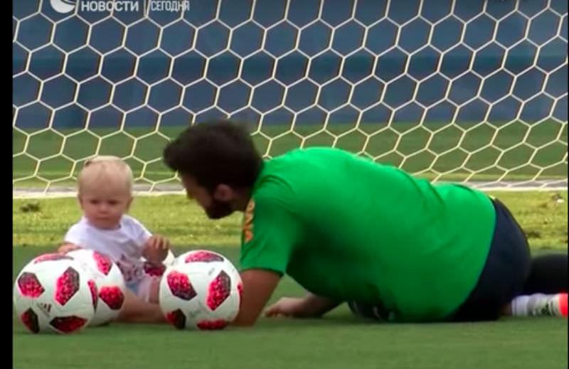 Береги мяч смолоду: бразильские футболисты в Сочи тренируются с детишками