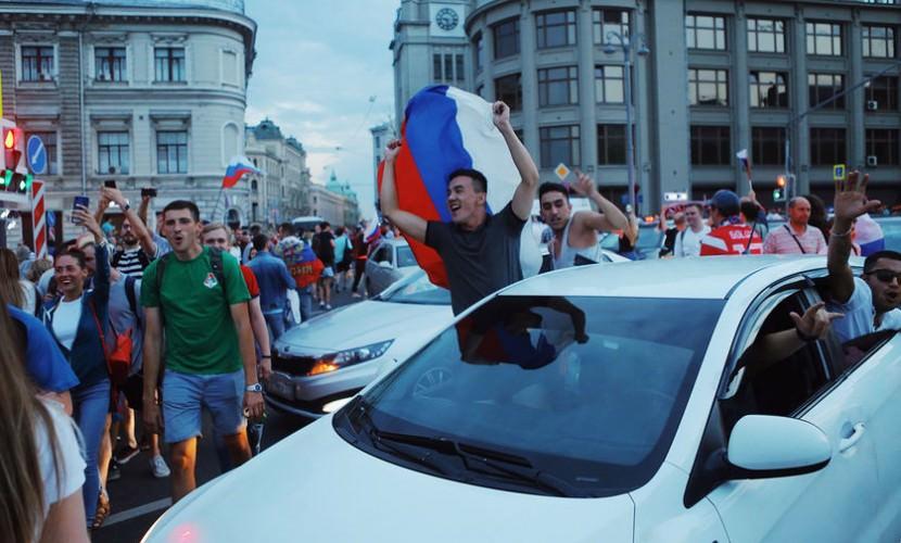 Песков сравнил празднование победы сборной с 9 мая, но без салюта