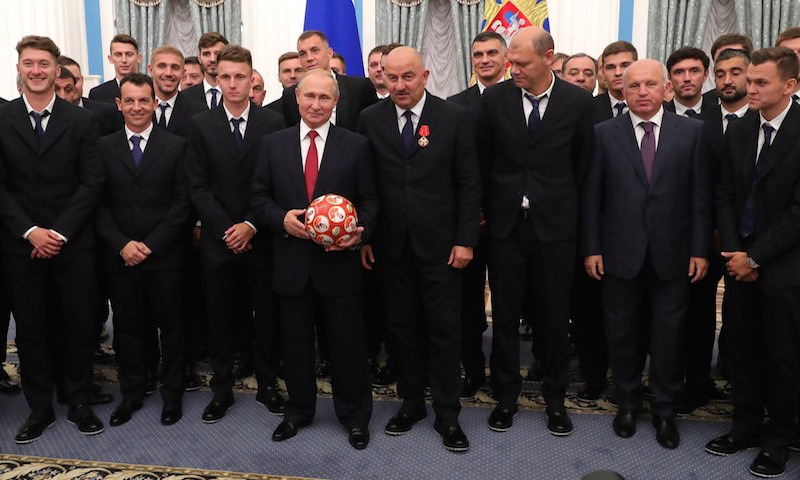 Спортсмены ополчились на сборную РФ по футболу за присужденные звания