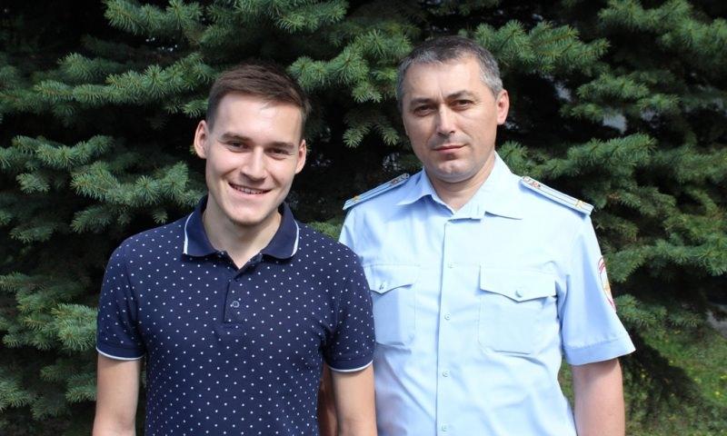 В Чувашии полицейский с сыном спас из огня парализованного юношу