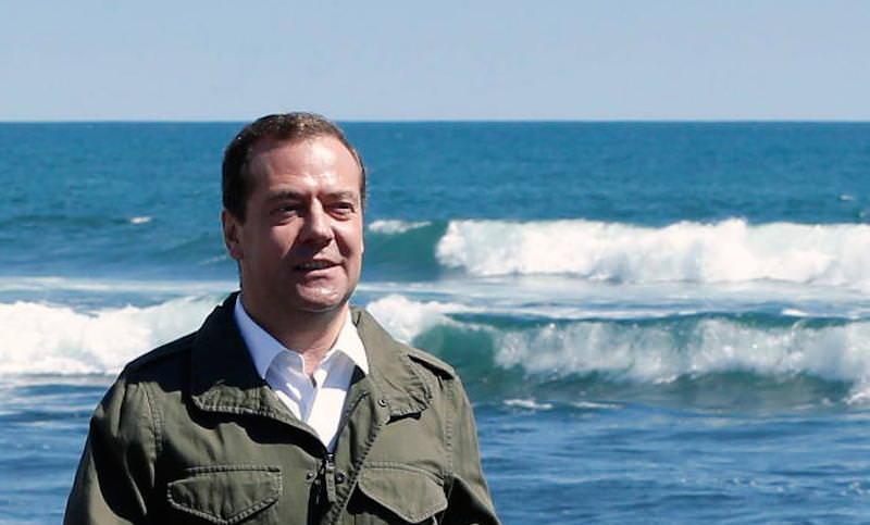 Медведев приравнял пожилых людей к декретницам