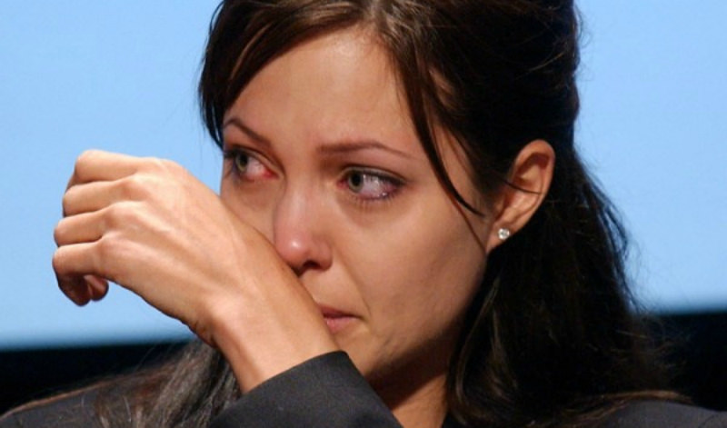 Джоли экстренно госпитализировали в психиатрическую клинику
