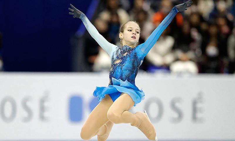 Юная фигуристка впервые в истории исполнила три четверных прыжка