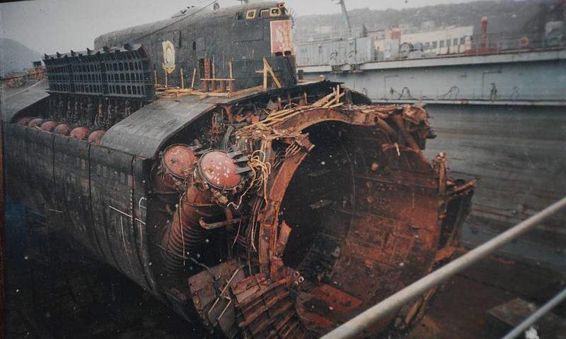 18 лет назад  погибла подводная  лодка