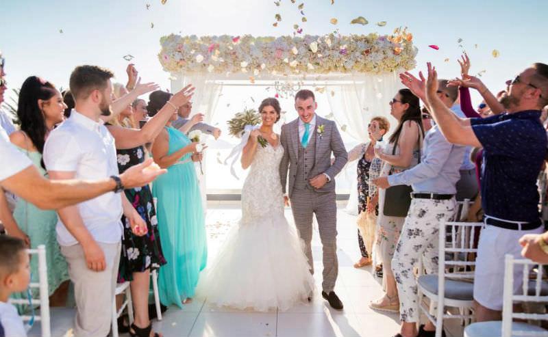 Невеста отожгла на свадьбе до переломов