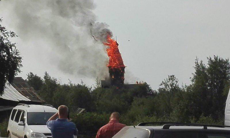 В Карелии дотла сгорела уникальная церковь XVIII века