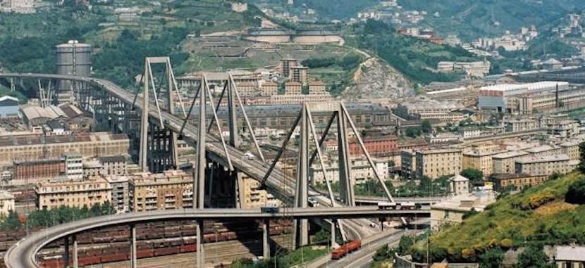 В Генуе обрушился автомобильный мост, десятки погибших