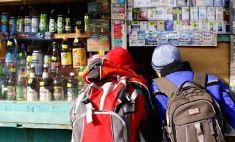 Чиновники предложили продавать алкоголь поближе к школам