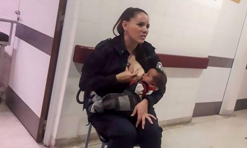 Офицеру полиции пришлось кормить грудью брошенного врачами