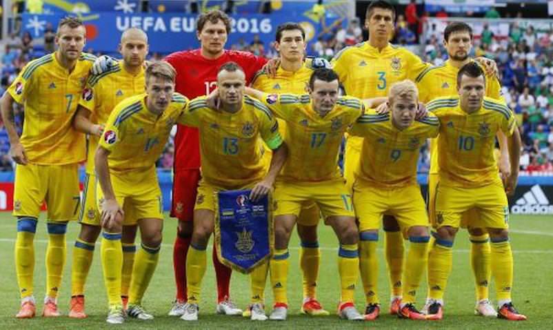 Украинские футболисты отказались селиться в