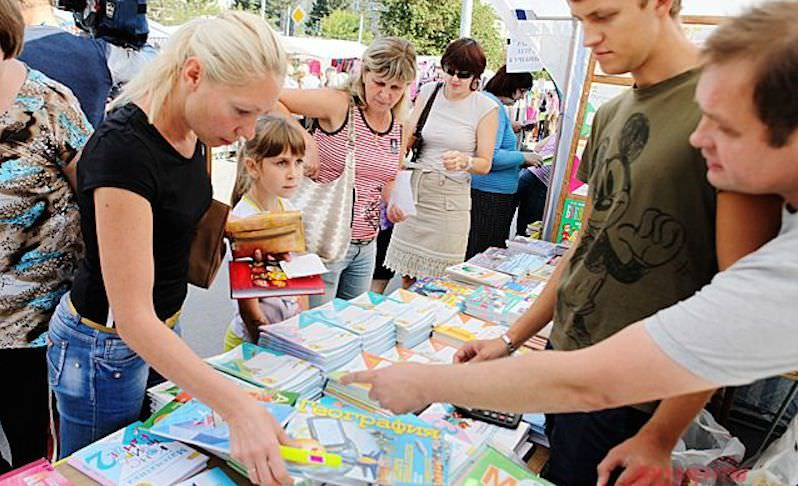 Собрать ребенка в школу: россияне жалуются на финансовые трудности