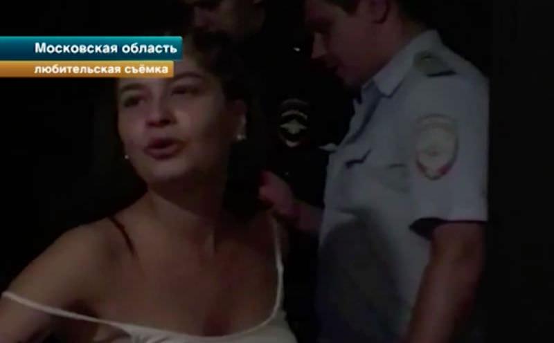 Тусовщица закатывает ночные концерты, пугая возмущенных соседей папой из ФСБ