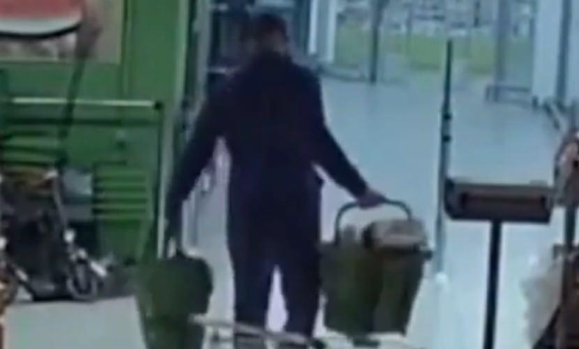 Грабитель вынес из магазина алкоголь на 100 тысяч рублей