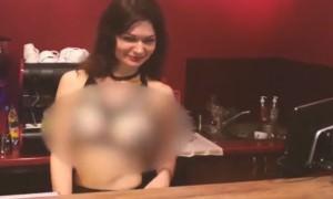 В Киеве открылось кафе с обнаженными официантками