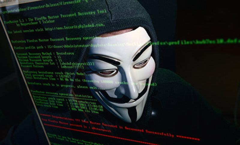 Сбежавший из страны программист пачками пишет доносы на россиян