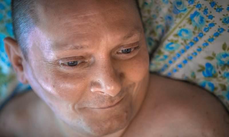Мужчина из Вилейки 15 лет заботится о парализованном друге