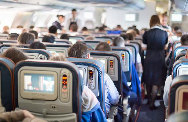 Пассажиров трясущегося лайнера попросили молиться