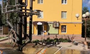 Памятник водопроводу протек и затопил двор в Самаре