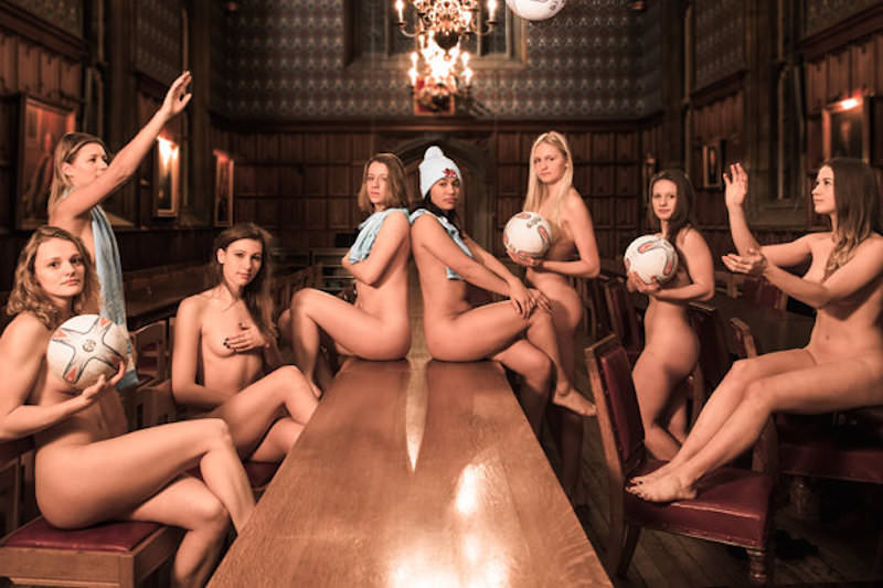 Cambridge-University-students-strip-off-1448363